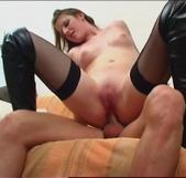El video casero del casting porno de Emy con su amiga mirando acabó en una nueva lección de sodomía - foto 4