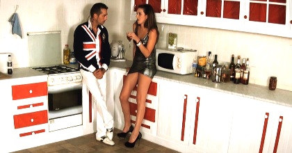 MYHYV Nuevo escándalo en Tele5: Os paso el video de Mery pasada de copas y poniéndole los cuernos a su novio. - foto 2
