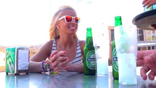 Camarera de discoteca, brasileña residente en Valencia y adicta al sexo anal: ella es Anita y esta es su vida. - foto 1