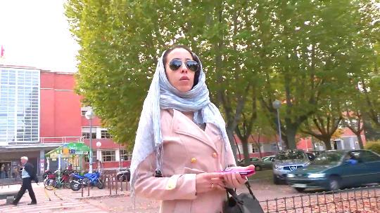 La hija del Jeque: 21 añitos, Nayara. Recién aterrizada del mundo árabe entra en el occidental por la puerta grande.
