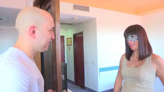 Personas entrelazadas: Camila, funcionaria, 28 años vs Ruben, personal trainer, 26.