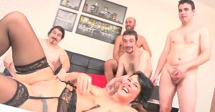 Maratón de sexo en una nueva quedada FAKings con YVETTE la MILF una multiorgásmica REAL - foto 2