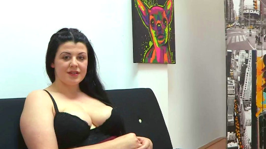 Oda a la mujer con curvas: Yaman el empalador se empacha de culo, anal, tetones y curvas de la Bosé. - foto 1