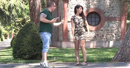 Turista incauta cae en la trampa. ¿Nunca te han dicho que eres clavada a Amy Winehouse?