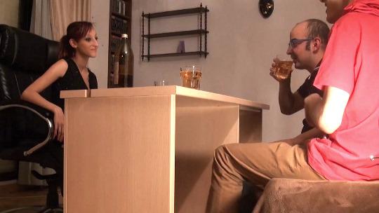 Follando a traición a Jordana. La única forma de que Julio fornicara con ella ha sido haciéndola beber - foto 1