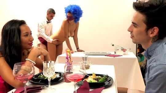 Una pijísima hija de militar se cita con un obseso sexual de alta alcurnia. ¡First FAKings!