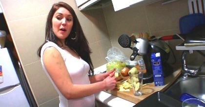 Homenaje a la mujer española: Hannah, buena cocinera, amante de los huevos bien gordos y servicial con su macho - foto 2