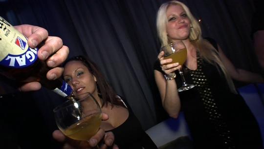 fiesta privada donde rompen el culo a dos petardas