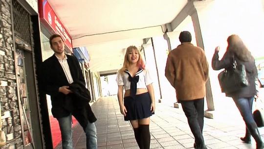Japonesa de 18 años, muñequita manga y estudiante de español. Mitsuki debuta en el porno. - foto 1