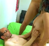 Padre e hijo hacen entender e Amara en su primera escena que el porno no es fácil. Vente pa´ la capital papá! - foto 3