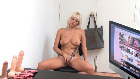 Una administrativa, morbosa quiere ser modelo erótica pero se encuentra con una sorpresa. -De aquí sales follada- - foto 1
