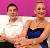 Daniela de 38 enseña a Jordi de 18 lo que es el squirting bañándolo en flujo: orgasmo simultáneo ;)