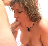 Madura despechada de un marido putero se lía a comer pollas de jovenzuelos. Bea TETONA y el sexo. - foto 2