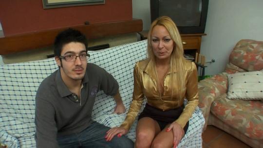 Tamara de 40 años da la alternativa en el porno a su sobrino Manolito de sólo 20. La tía que todos querríamos tener - foto 1