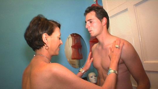 Su hijo y ella. La historia de Marta, la madura a la que le ponía cachonda su propio hijo.
