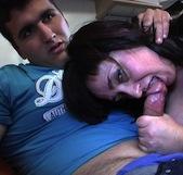 La vecinita madura de 36 y el yogurín boxeador de 20. Estrella y sus dos tetas iniciando en el porno a su niñito. - foto 2
