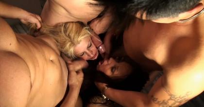 Sodomizadas con botellas, anales extremos, comidas de culo en masa: la cosa se convirtió en un verdadero desfase (Parte 3/3) - foto 2