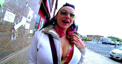 Del paro al porno con Lamia Dark, madura 100×100 natural. Bendita crisis !!!