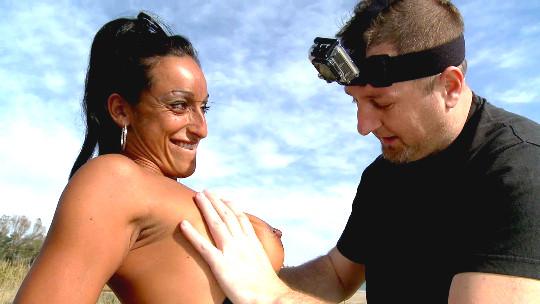 Michelle; la italiana comebolsas de Sitges. Polvazo con SQUIRTING en la playa. - foto 1