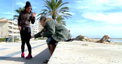 Michelle; la italiana comebolsas de Sitges. Polvazo con SQUIRTING en la playa. - foto 2