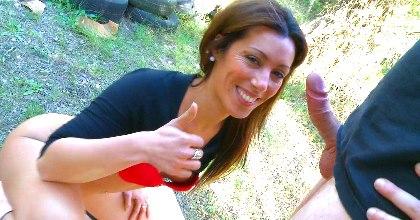 Taladramos el coñito estrecho de Jessica Hot, una cerda con diferencia que adora mearse en los tíos - foto 2