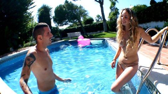 Follando en la piscina de la pija