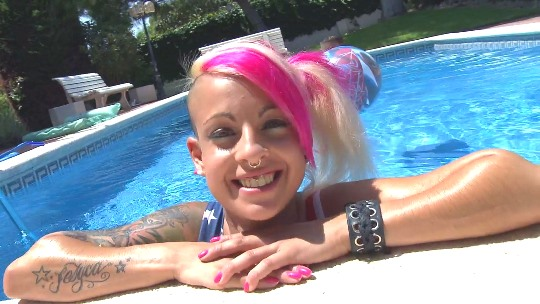 Jesyka Diamond follando en la piscina