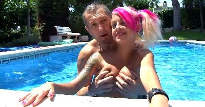 Dia de piscina con Jesyka Diamond. Dia de sexo con una diosa - foto 2