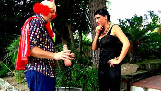 Suhaila Hard se monta una fiesta muy depravada y extrema con el payaso Pitiklin - foto 1
