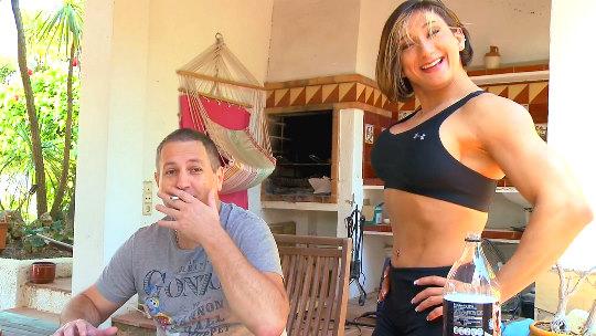 Personal trainer vs Sexual trailer. O lo que es lo mismo, la musculosa Karyn Bayres contra Terry, nuestro fuker nato