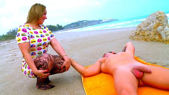 Polvazo en la playa con la guiri Ashley Rider. Mirones incluidos ! - foto 1