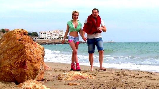 Verano de lujuria con Chessie Kay. Polvazo en la playa