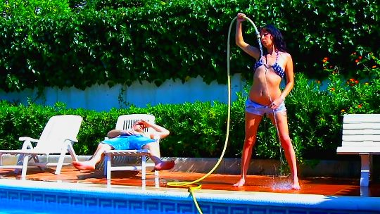 Escandalo en la piscina con Sheila Alonso