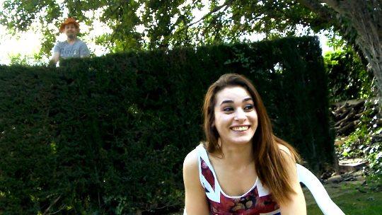 Silvia Grisso 19 años. Terry... podría ser su padre. Lecciones de sexo a una teen - foto 1