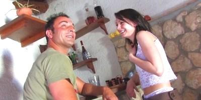 Invitamos a Mia Moore a pasar unos días en Sitges y nos lo agradeció con una de las mejores escenas de sexo anal de Follame Tonto - foto 1