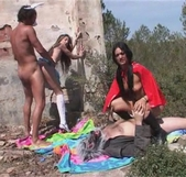 Las simpáticas historias de Follame Tonto, Caperucita Roja y Alicia se lo montan con los lobos feroces - foto 4