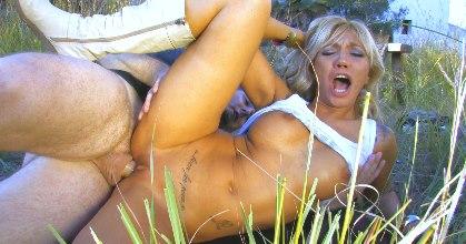 Ginger Hell, la Belén Esteban del porno le ha cogido el gustillo a nuestro chalet... QUE GOLFA ES! - foto 2