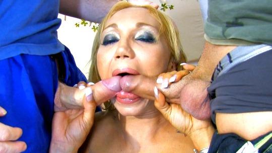 Doble penetración con Ginger Hell, posiblemente la tía más cañera de todo el porno español - foto 1