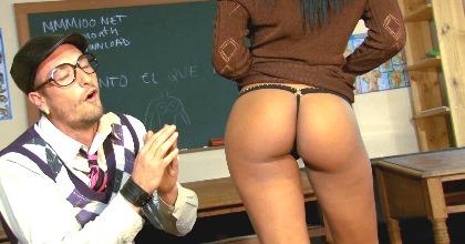 Katia de Lys es la profesora pervertida - foto 2