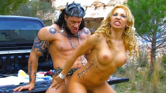 Los Super Heroes de Follame Tonto follando con Ginger Hell - foto 1