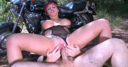 Fast & Furious XXX. Harleys, velas, cera, heavy, anal, hardcore y SQUIRTING con Jenny Hard... Dios !!! - foto 2
