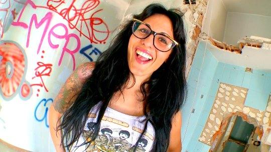 De la TV al porno: Raquel Abril la pretendienta más zorra de QQCCMH (Canal Cuatro)