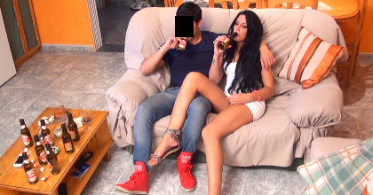 Soy Claudia, tengo 20 años y me follo un ligue del Badoo. Quiero ser actriz pornoooo - foto 2