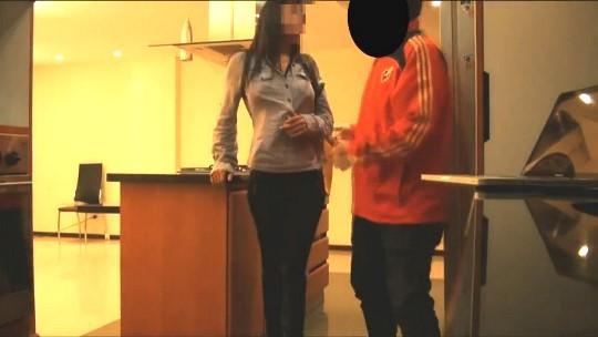 Hoy Juanito convierte a una chacha de barrio en una puta de lujo... 500 euros por un meneito sabroson - foto 1
