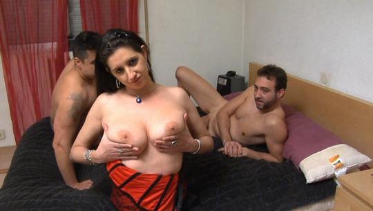 Sonia Sex: Virgen de culo prueba por primera vez una doble penetración, con desgarro anal incluído - foto 1