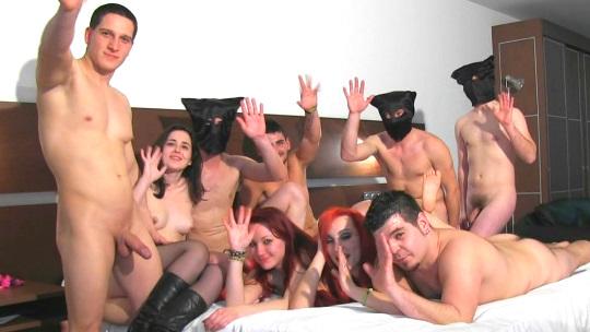 Grupo de amigos con mucho vicio se reunen para grabar una orgia porno