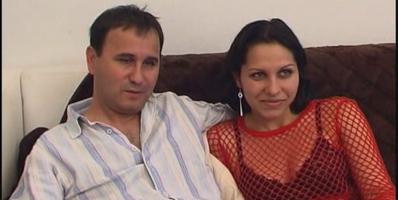 Erika y David protagonizan un nuevo video de parejitas que acaba de orgia - foto 1