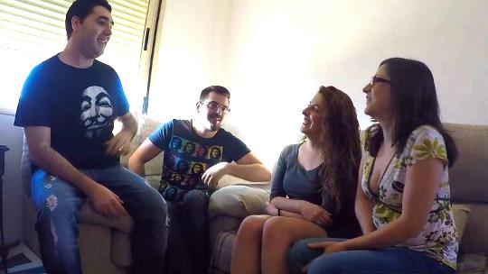 Quedamos con Sergio_y_bea (dos chicos de 24 años de Parejas.NET) para hacer un intercambio, ¡esto es ser swingers!.