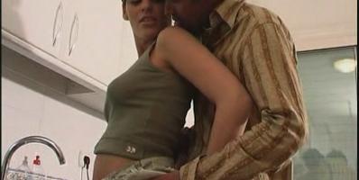 Raquel y Chili te van a enseñar como atacar a tu mujer en la cocina - foto 1