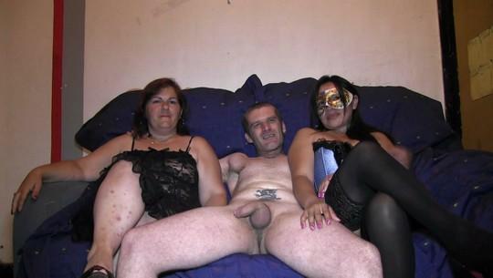 Las primas porno vienen a comer polla: una divorciada despechada, la otra casada insatisfecha - foto 1